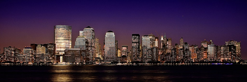 1280px-Lower_Manhattan_Skyline_at_night_from_the_Jersey_side_August_2009[1]