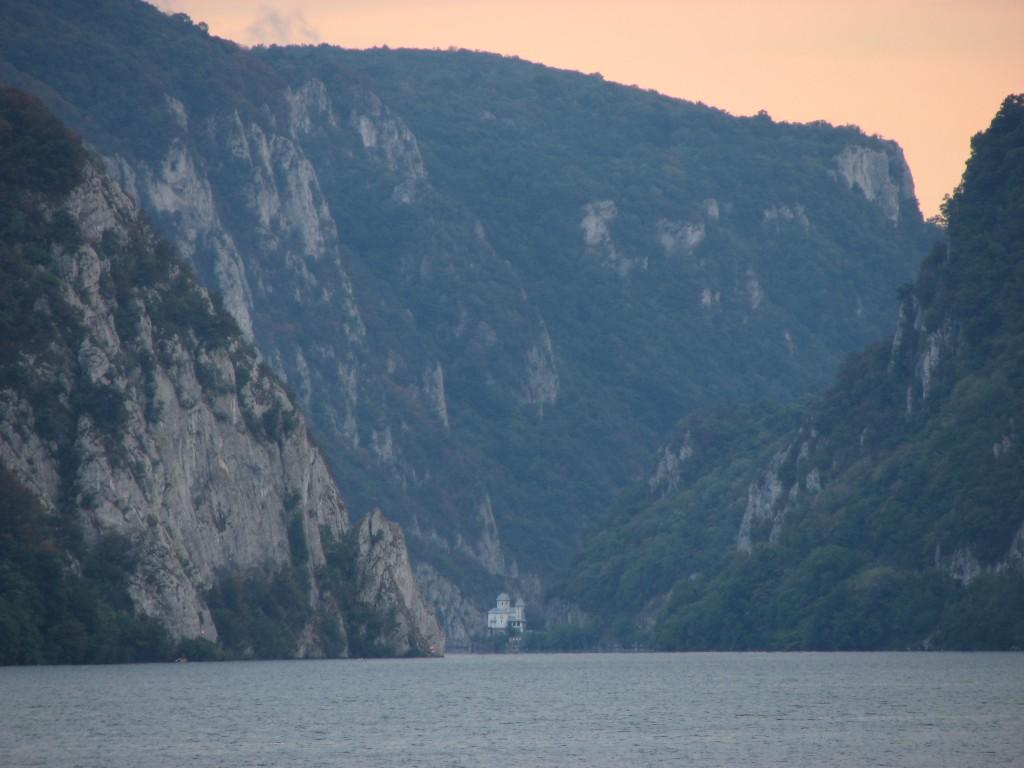 Evening_at_Danube_gorge[1]