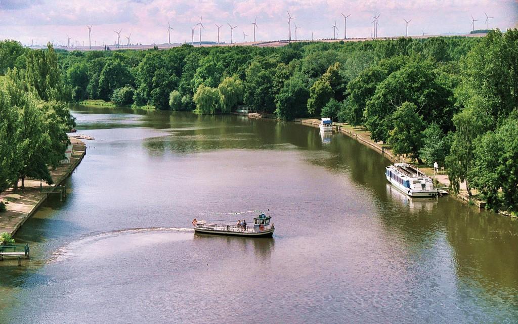 Bernburg_(Saale),_passenger_ferry_across_the_Saale