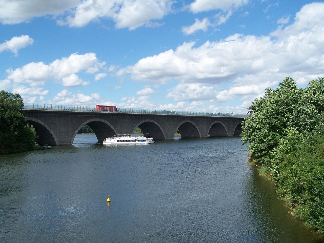 1280px-Talbrücke_Pöhl