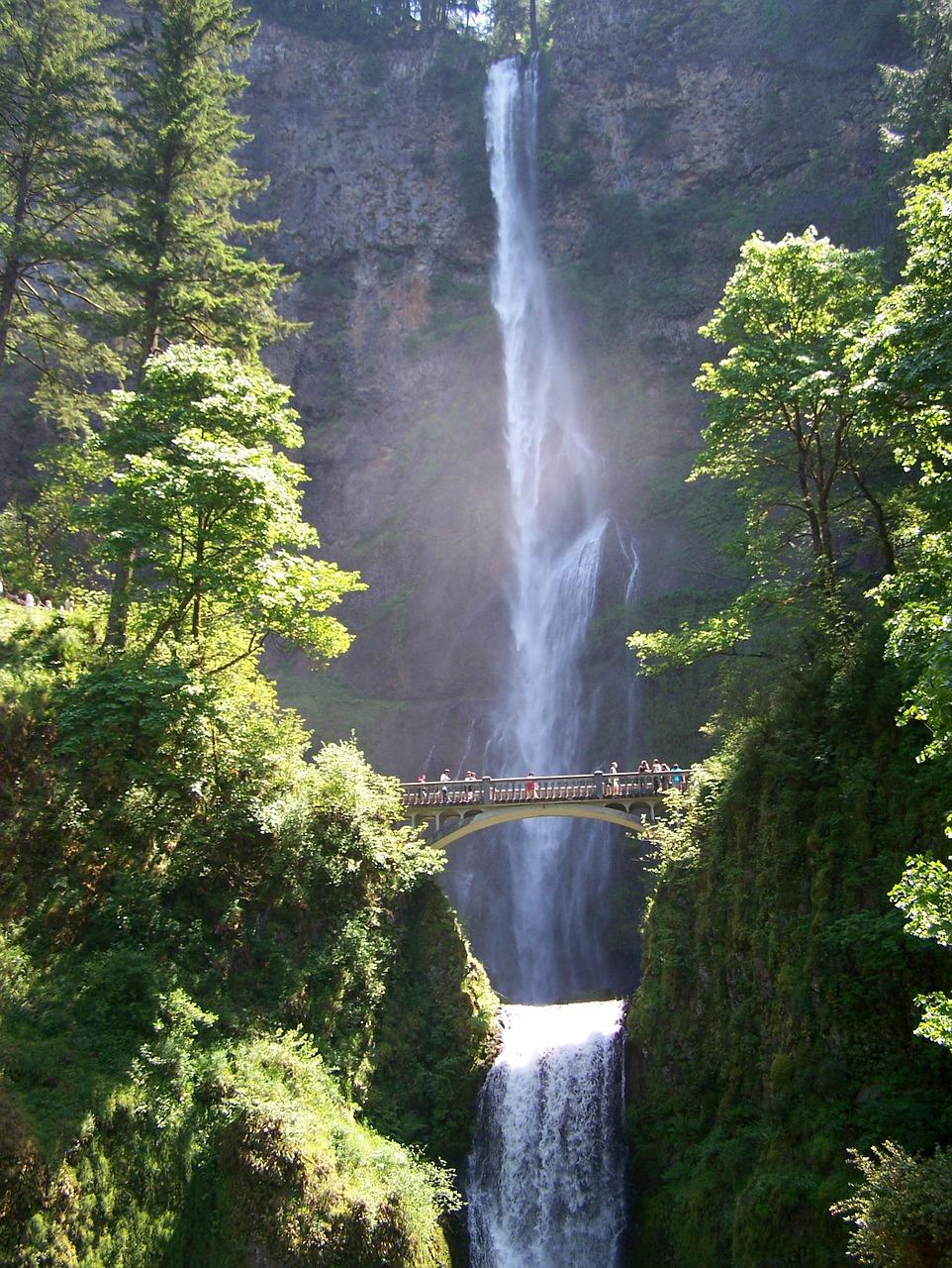 waterfall-647642_1280