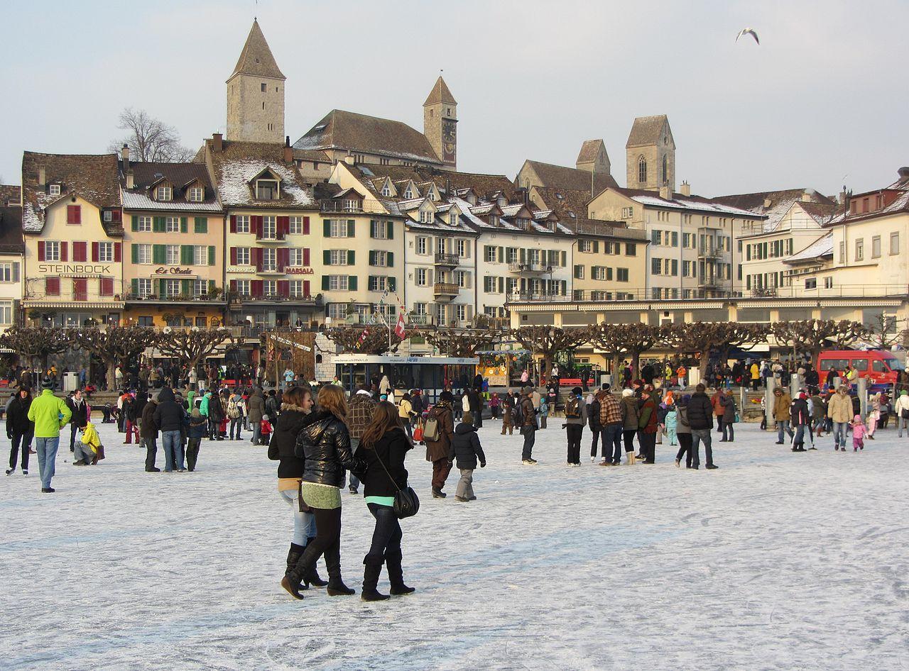Zugefrorener Zürichsee im Hafen Rapperswil, 12.02.12