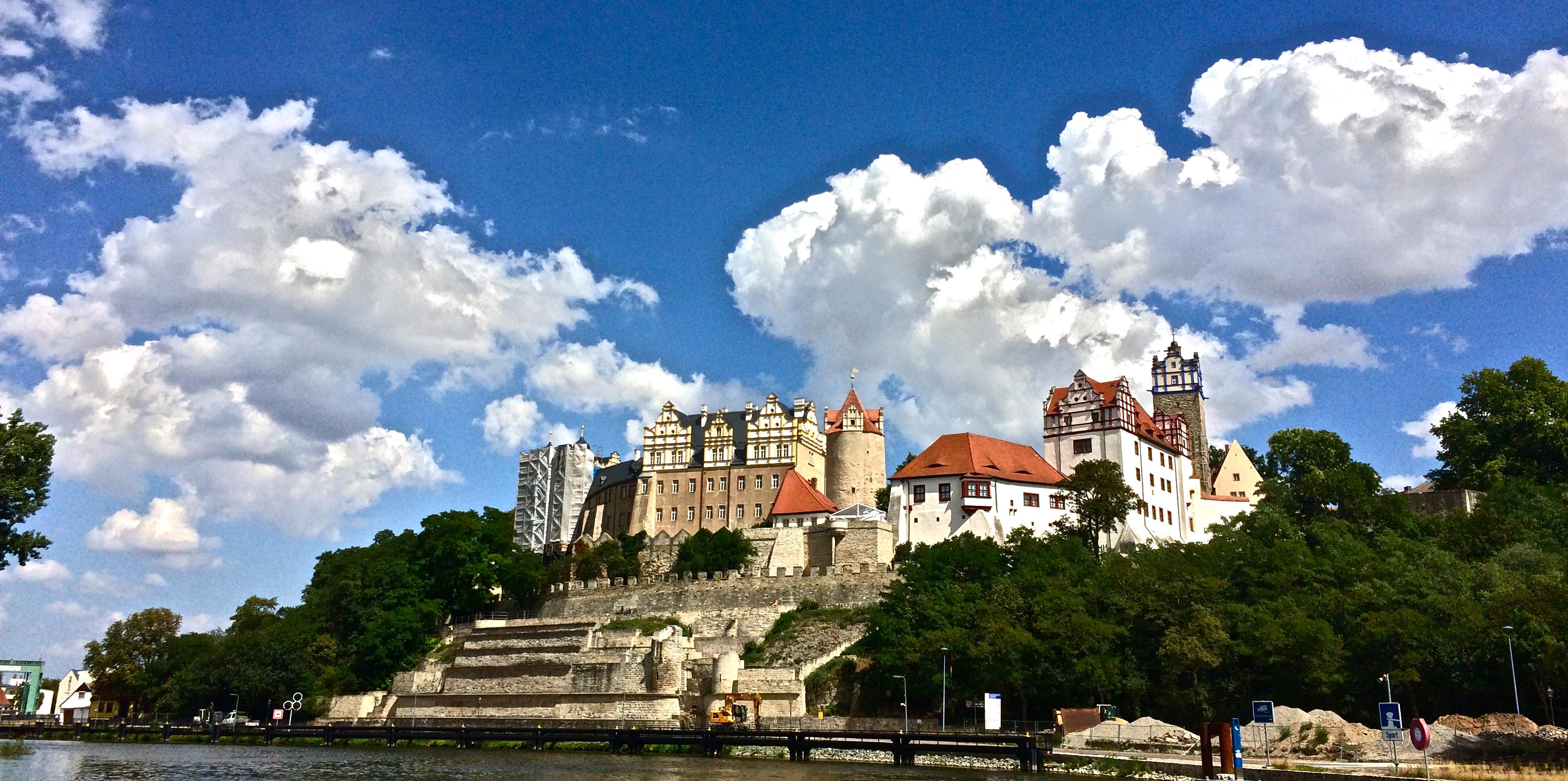 Saale und Schloss Bernburg