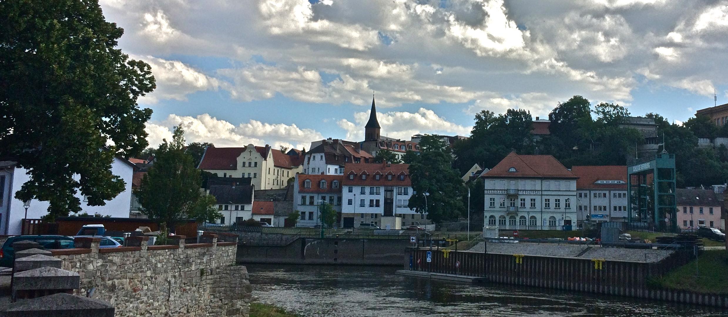 Bergstadt mit Bonifatiuskirche
