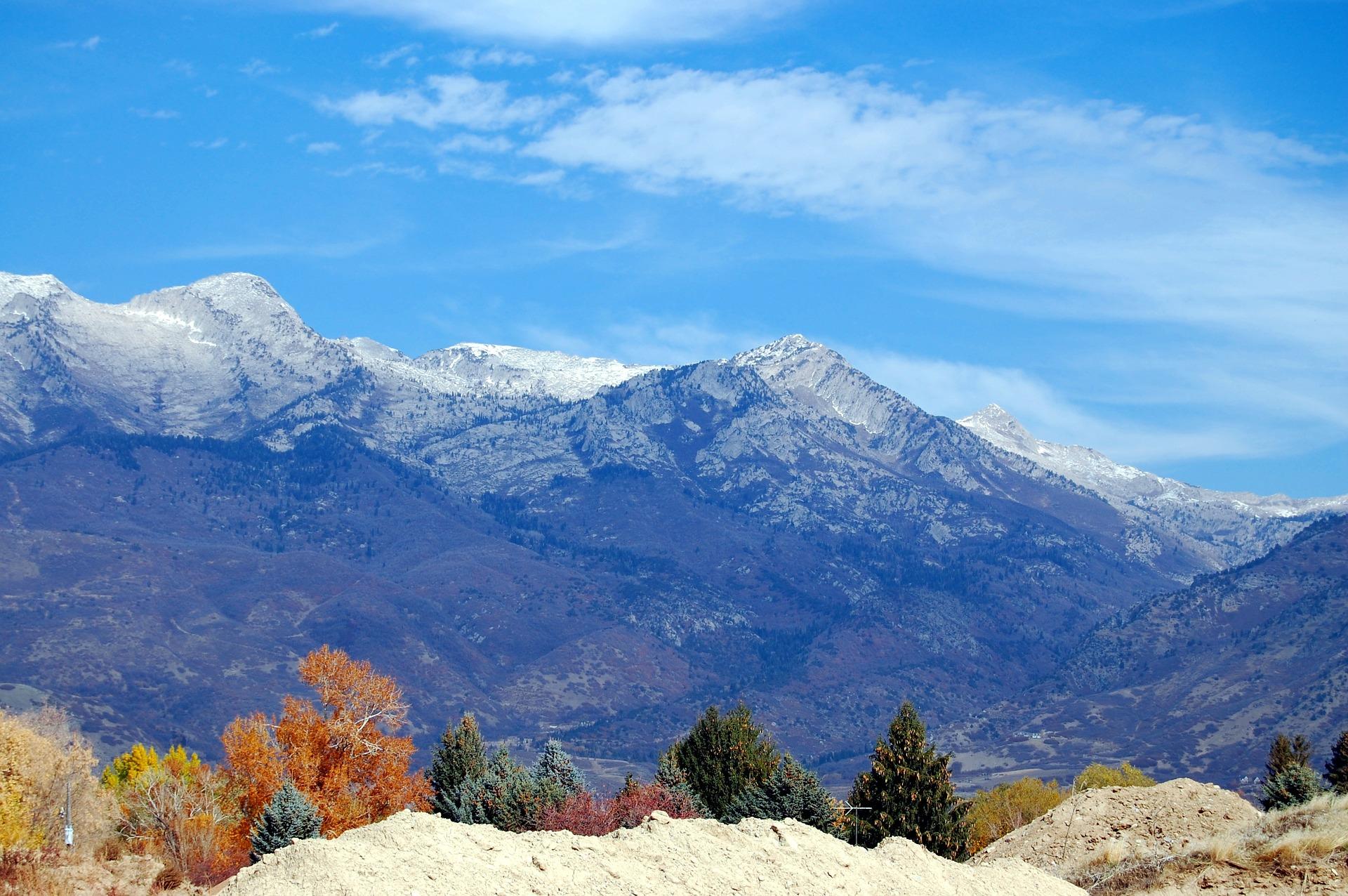 mountains-1077569_1920