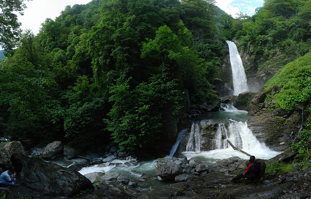 640px-Lagodekhi.Waterfall_panoramic_view_(Photo_by_Joar_Wandborg,_2011)