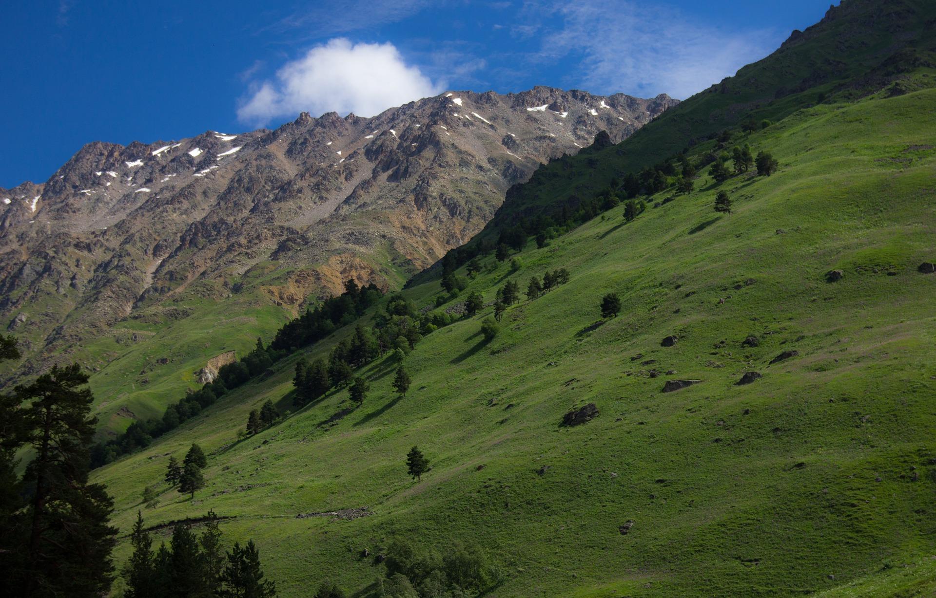 mountains-856626_1920