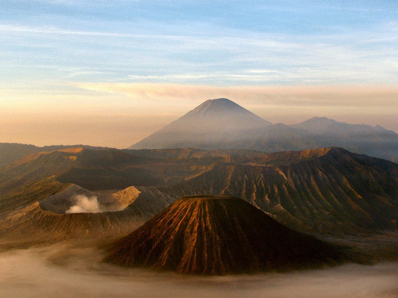 volcano-16912_1280-1