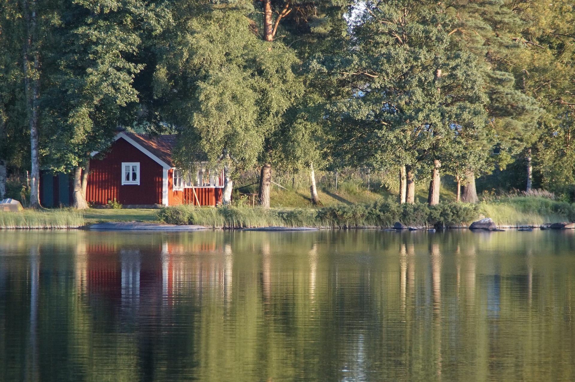 lake-900534_1920