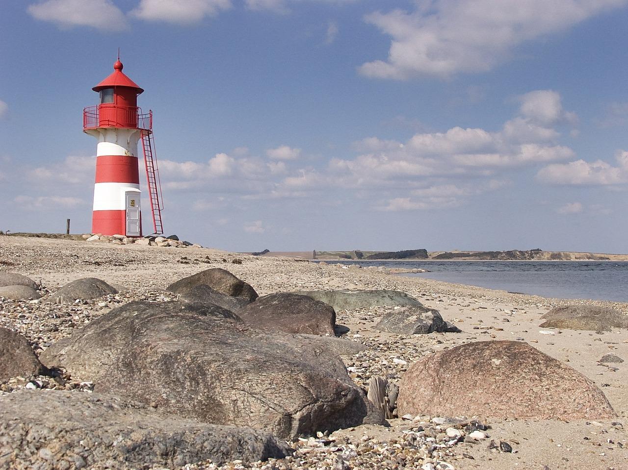lighthouse-635535_1280