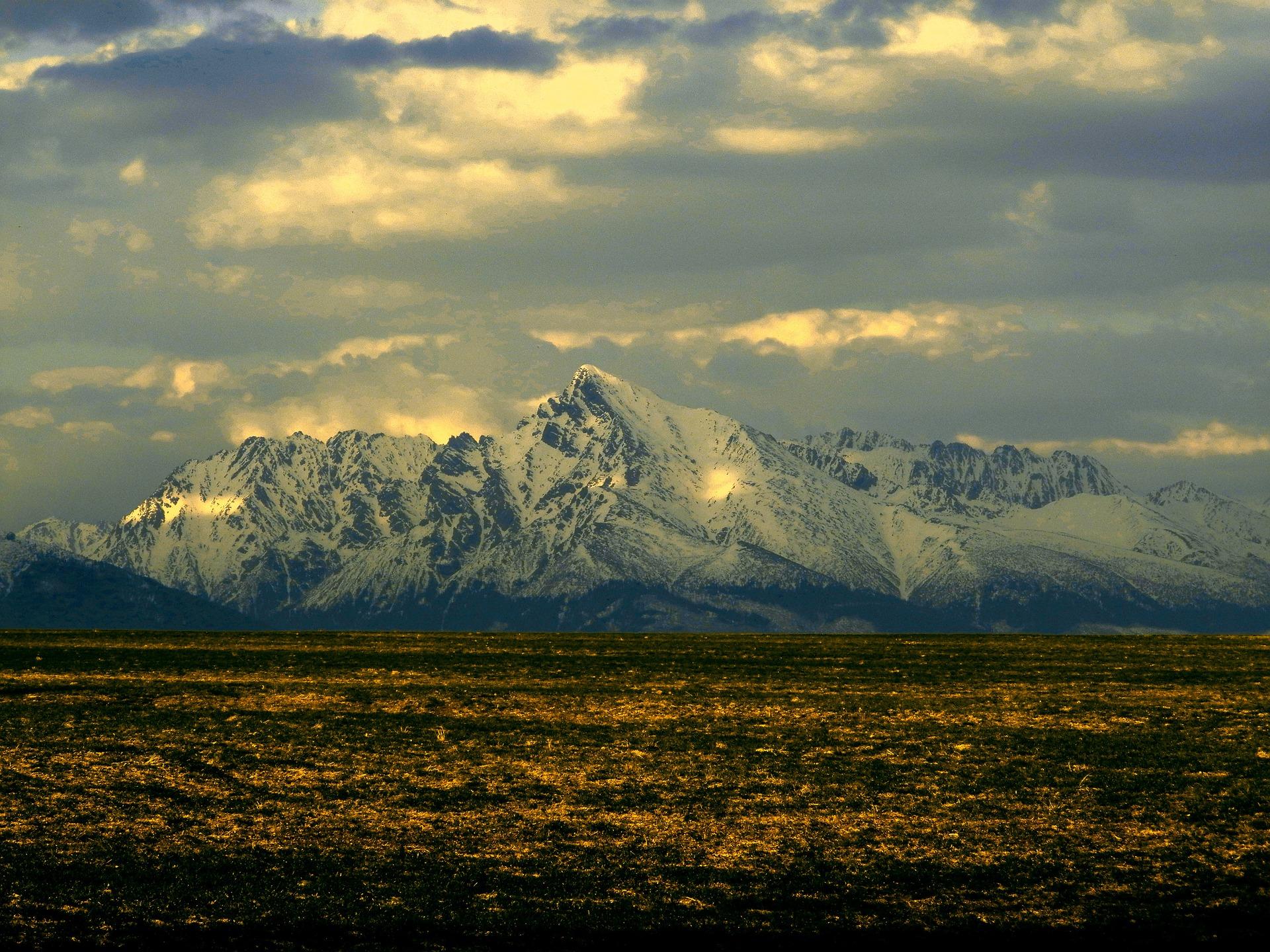 mountain-682565_1920