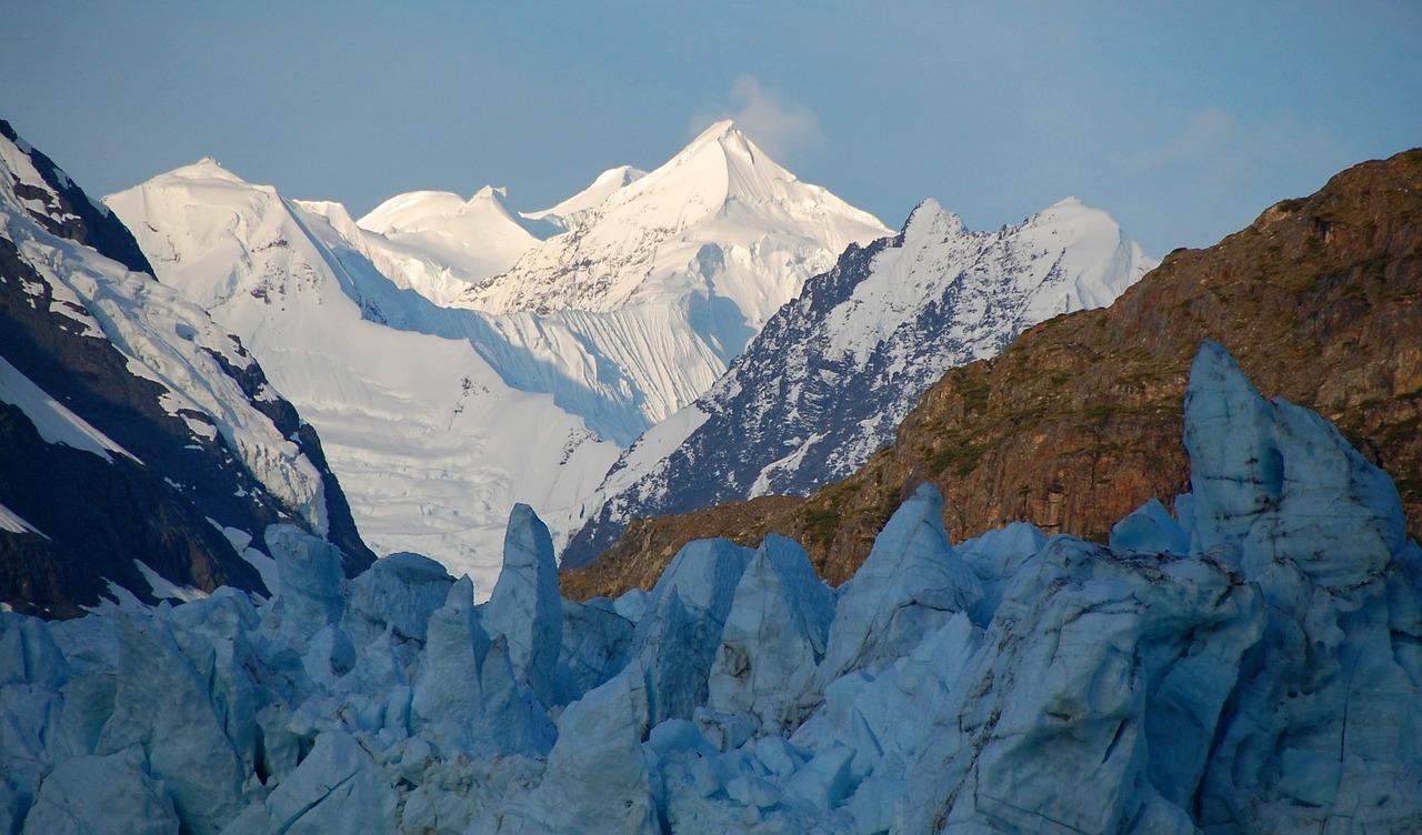 mountain-peaks-1583752_1280