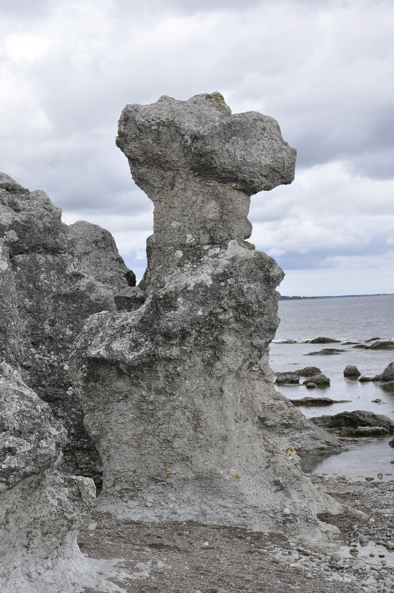 sea-stack-133142_1920
