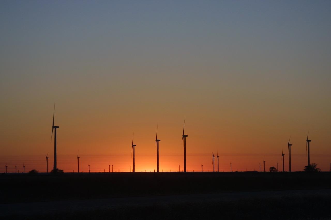 wind-turbines-1077752_1280