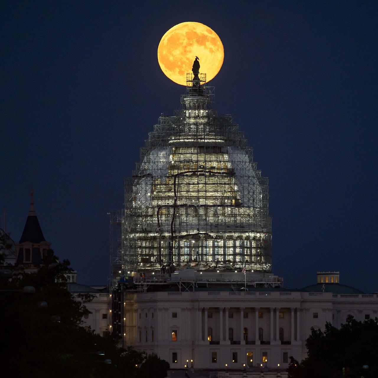 full-moon-1737997_1280