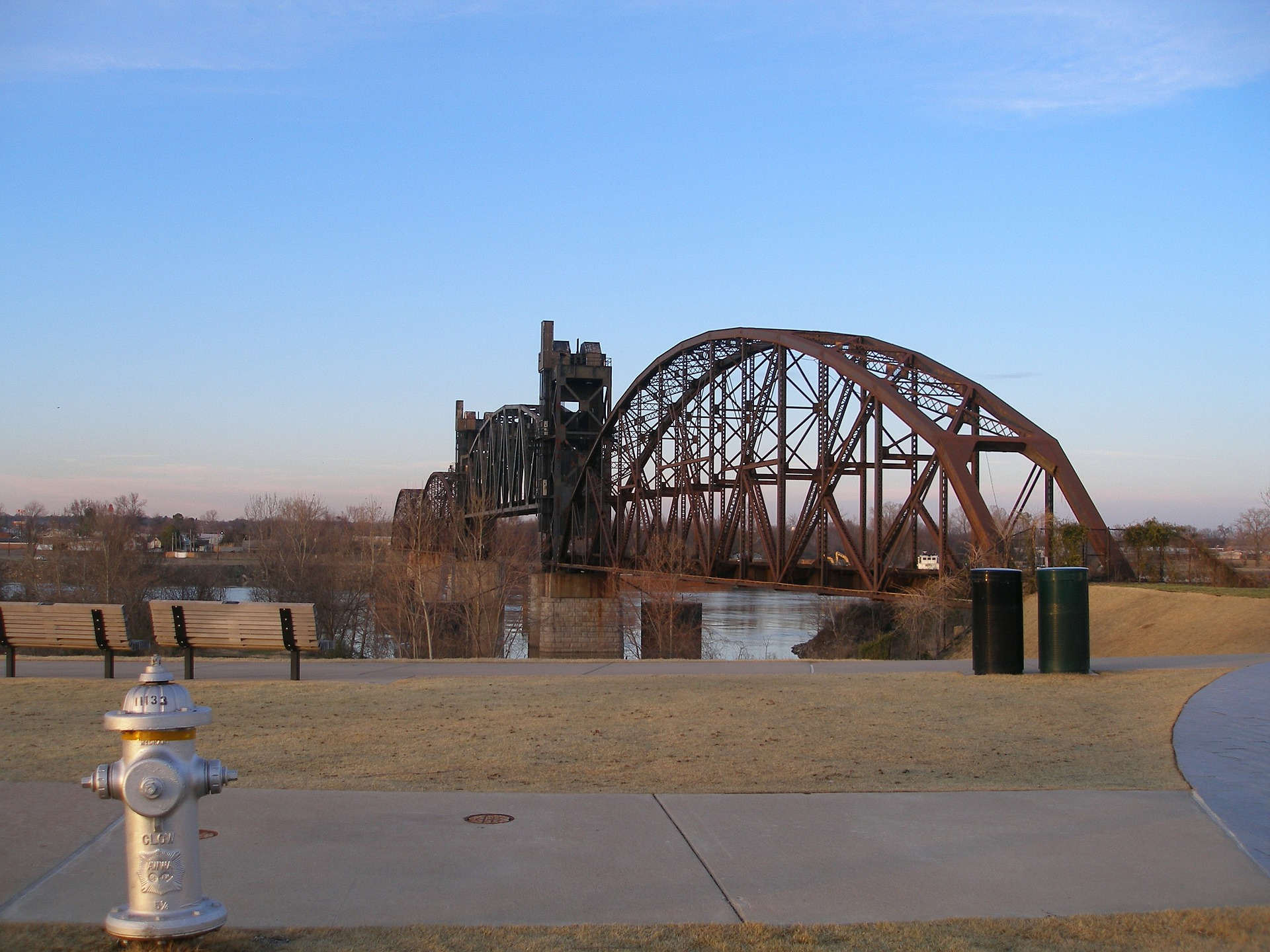 railroad-bridge-335815_1920