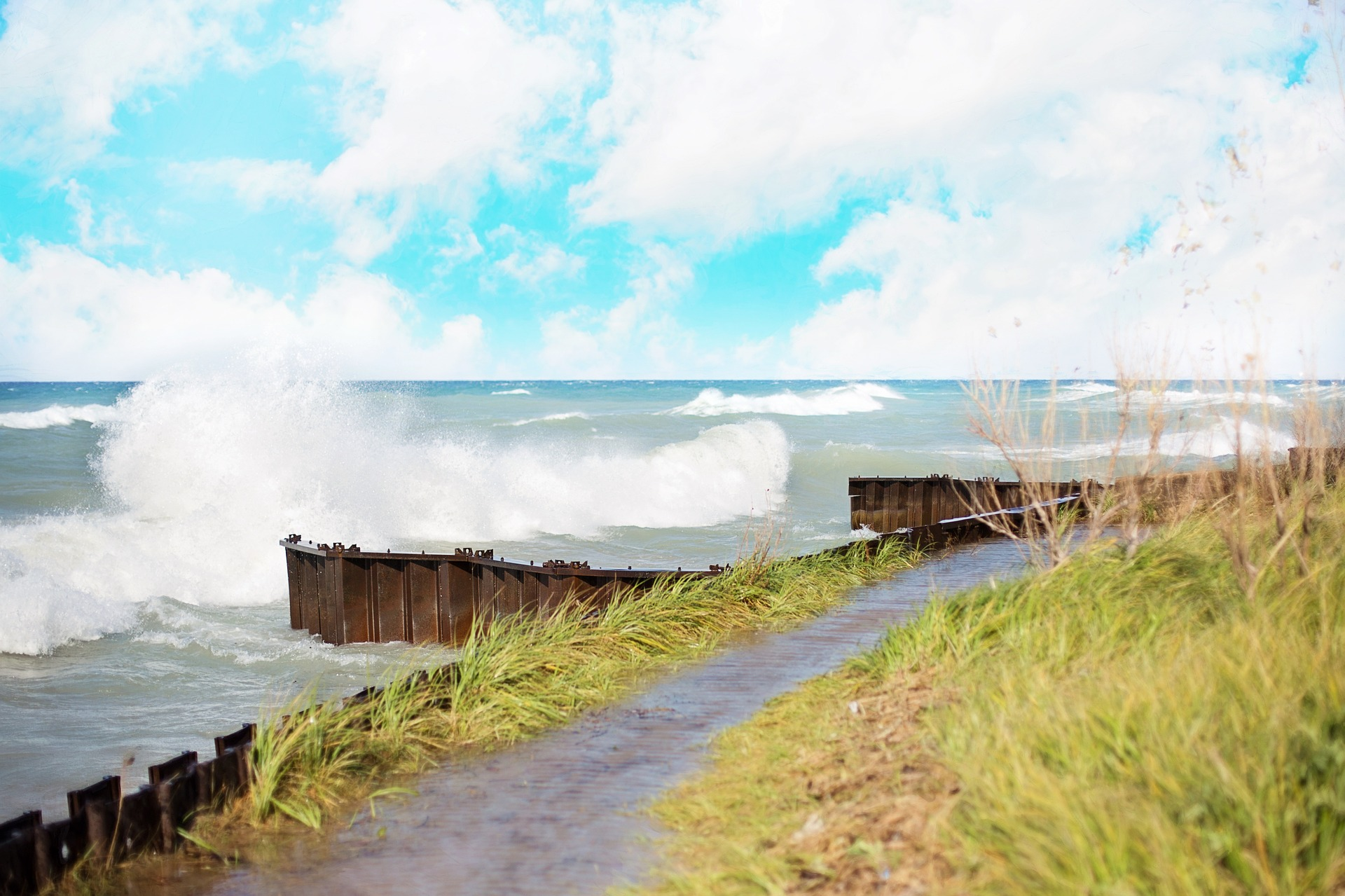 waves-crashing-1004890_1920