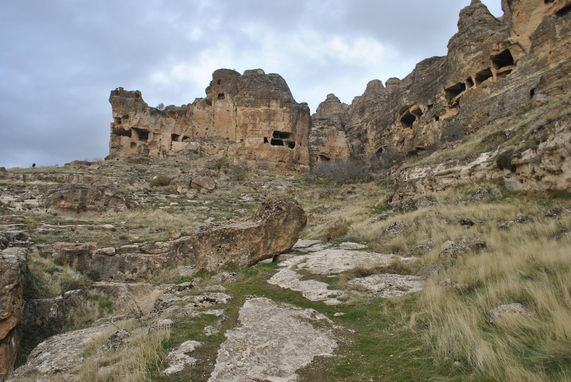 Höhlen von Hasuda