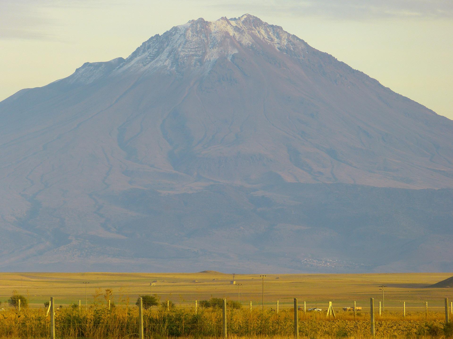 mountain-64481_1920