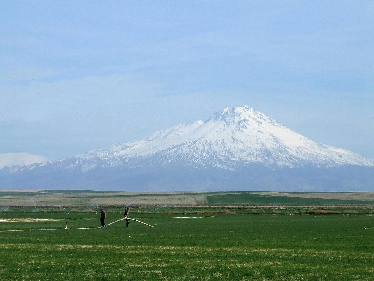 mountain-75100_1280