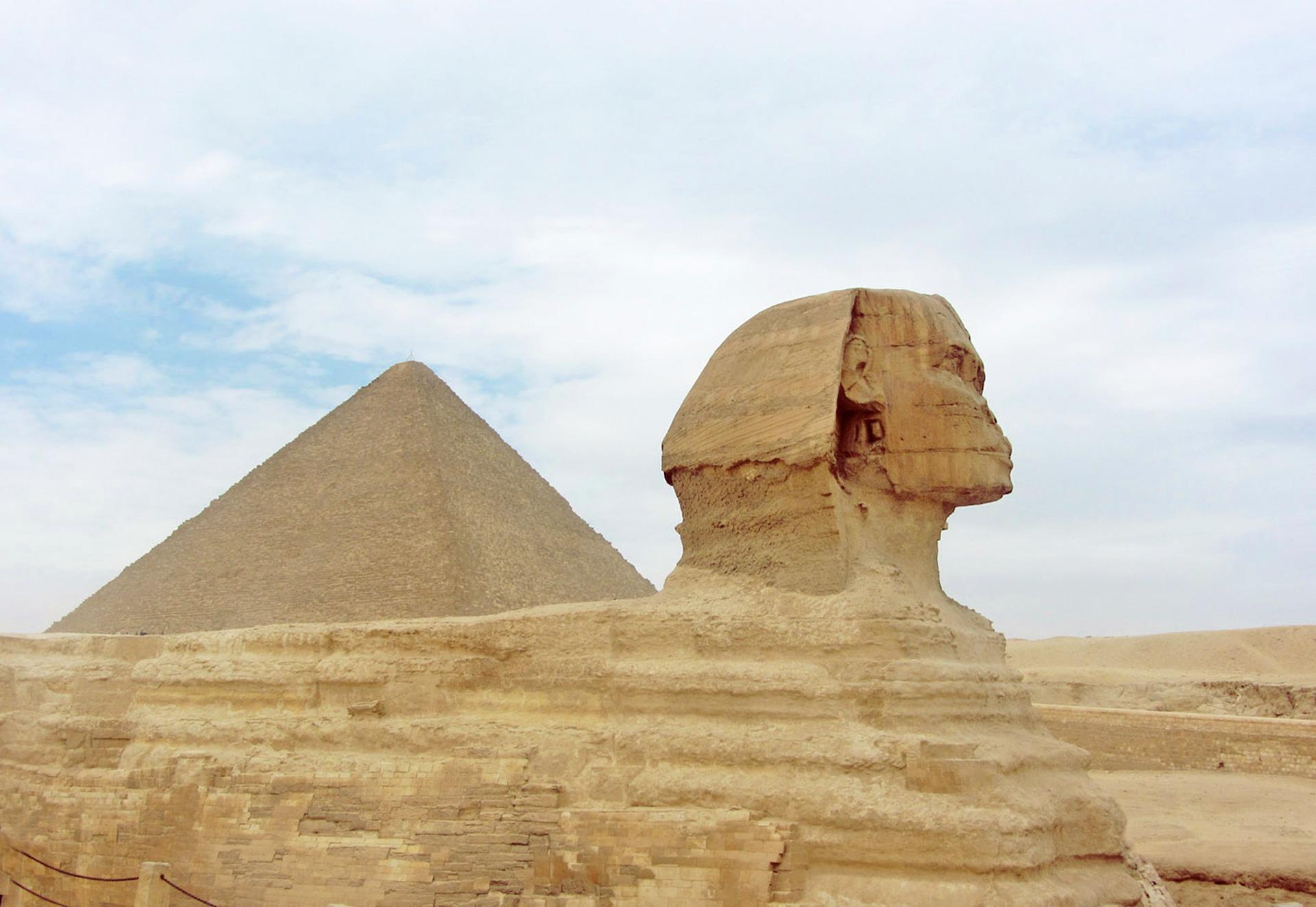 pyramid-2179553_1920
