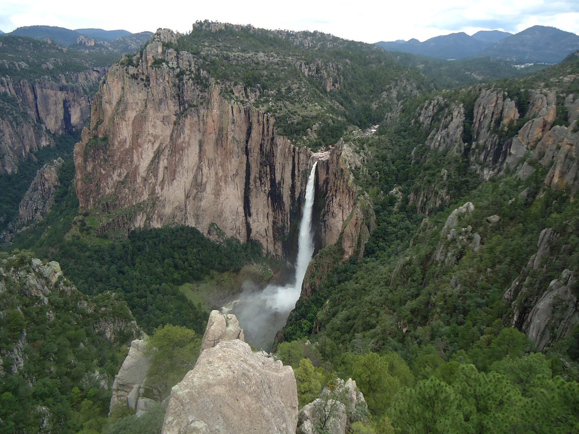 cascada-de-basaseachi-749525_1920