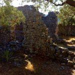 Reste der Kirchenmauer