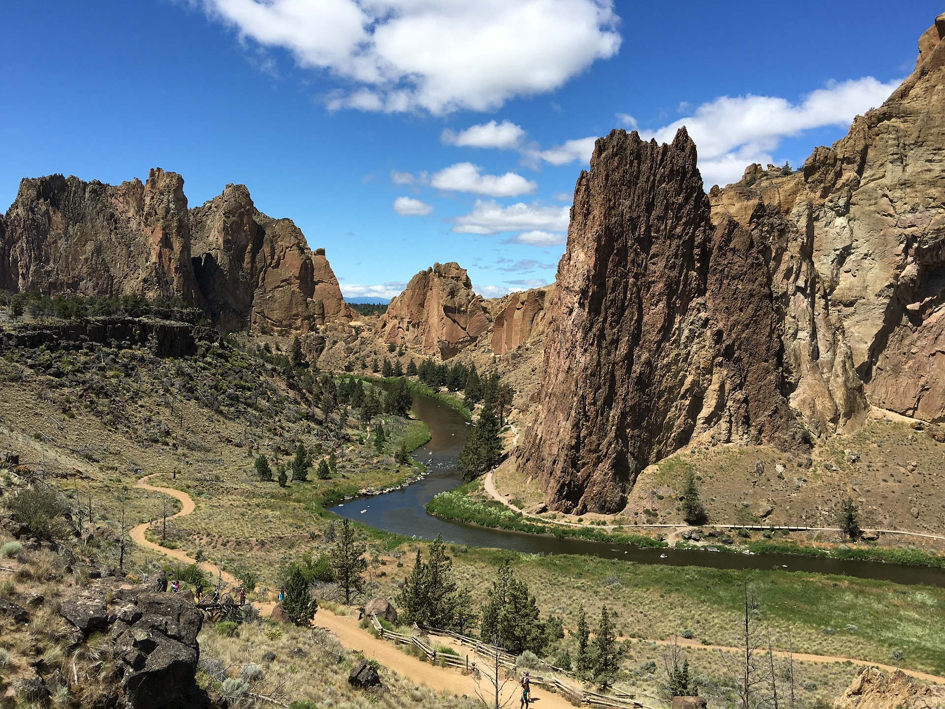 smith-rock-oregon-2114673_1920