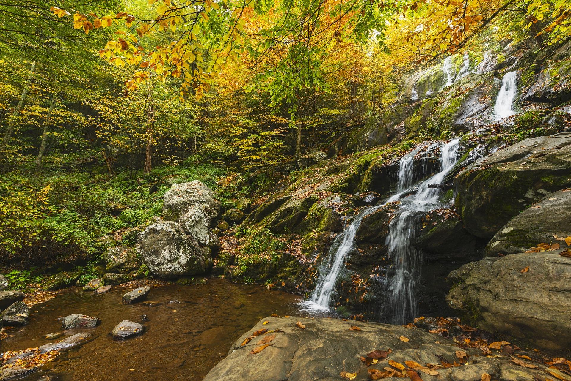 waterfall-1611337_1920