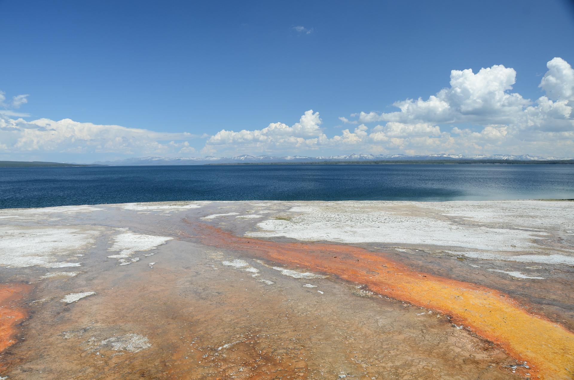 yellowstone-lake-73222_1920